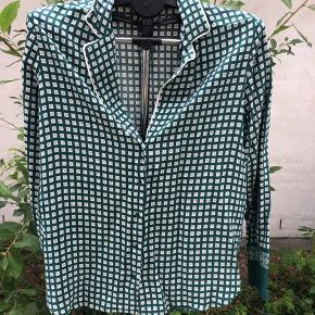 Fin Second Female skjorte i grøn str XL Fejler intet Lille i størrelsen  Byd gerne