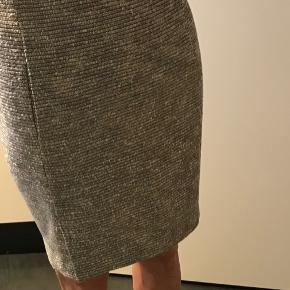Fin nederdel som kun er brugt få gange. Kom gerne med bud.