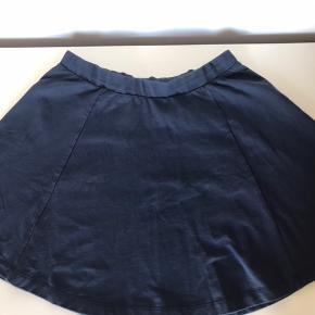 Fin nederdel men har en lille plet. Skriv pb for flere billeder:)