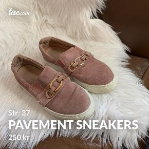 Pavement sneakers