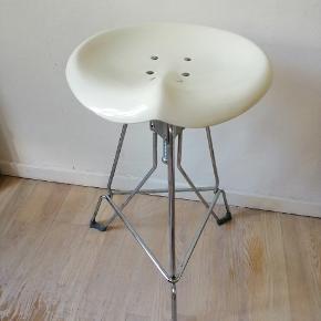 Dulton Clipper barstol Sædehøjden kan justeres fra 65 cm til 75 cm.   Nu 400 kr  Skammel, taburet, barstol