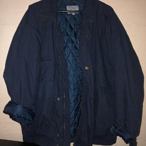 God varm oversize jakke fra ukendt mærke. Den er vintage