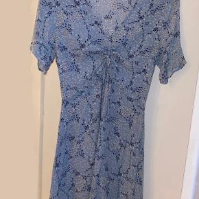 mega smuk blå kjole fra na-kd - kun brugt på den dag billede 1 er blevet taget