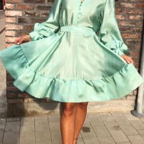 Helt ny kjole, har stadig prismærke på. Kan sendes eller afhentes i Kbh K