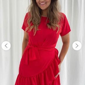 Sælger denne super fine agnes kjole fra BYIC. Kun brugt en enkelt gang 😄