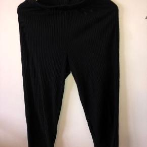 Sorte bukser fra only Ingen tegn på slid. Byd