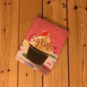 4 forskellige kage kogebøger. 2 af dem er der skrevet en lille smule i. 75 kr. stykket eller 200 kr i alt🌼