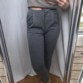 Grå habit bukser fra YAS Cond: 9/10