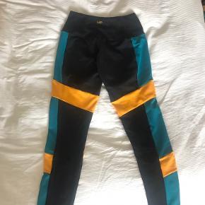 Super lækre trænings tights, fået i gave, men de er ikke lige min stil