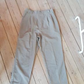 Vintage bukser med elastik i taljen og cropped fit.