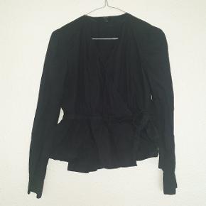 Smukkeste slå om bluse fra Vero Moda, brugt få gange.