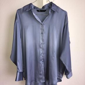 Super elegant skjorte. Str.xs, men meget oversized. Har et silke/satin look🤩