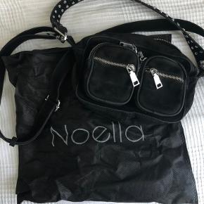 Jeg sælger denne Noella taske i størrelsen Kendra (den mindste). Jeg har brugt den i et par måneder, så den er i god tilstand.