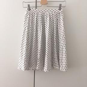 Prikket nederdel fra Asos - aldrig brugt 🌷 Str. S/36 (der står str. 10 i mærket, men den er ret lille i taljen, med elastik). Kan hentes på Nørrebro eller sendes
