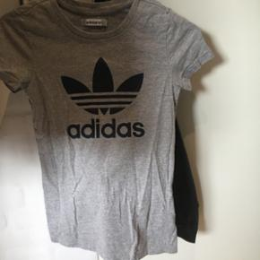 T-shirt fra Adidas i str. 32 Nypris: ca. 250 Brugt få gange Byd:)