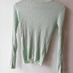 Lys mintgrøn bluse med rib Materiale: 50% bomuld og 50% modal  #Secondchancesummer
