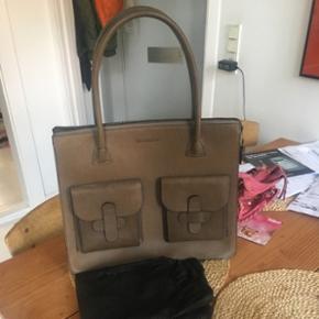 Sælger min decadent taske, den har aldrig været brugt