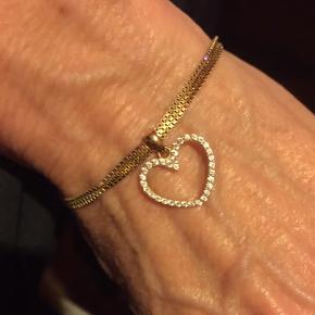 Gudesmuk diamant hjerte vedhæng I 18 karat guld med 34 smukke funklende Diamanter . Billed 1 : viser den eksakte str, her vist Som vedhæng til armbånd .  Handler via fremmøde mobilepay bank Bytter ikke