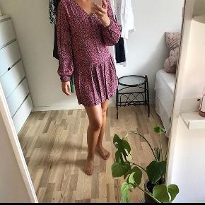 Sælger alle tre kjoler samlet