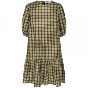 Sælger min helt nye kjole fra Co' Coture da jeg ikke kommer til at få den brugt 😭 Den er stadig med prisskilt ❤️