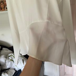 Super smuk envii trøje Er blevet lidt misfarvet nogle steder (se billeder) men ikke noget man lægger specielt meget mærke til