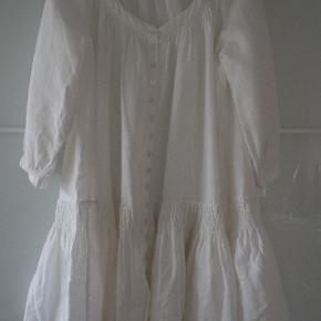 RABENS SALONER - Unik og smuk kjole anvendelig med gemacher/cowboybykser/skindbukser Går til knæene Str. s BRUGT 2 GANGE