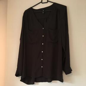 Lækker chiffon skjorte fra HM 🌸koksgrå 🌸brugt ganske lidt🌸rigtig god stand 🌸sendes på købers regning 🌸