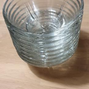 9 stk Rosendahl glas skåle 15 cm sælges, lille skår i kant på 1, resten står som ubrugte.