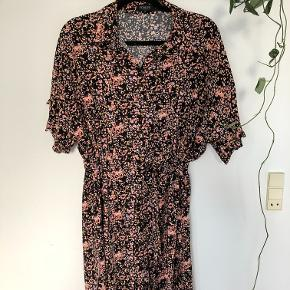 Second Female kjole. Ny , men uden atgs . Får den desværre ikke brugt