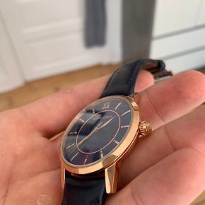 Sælger dette Filippo Loreti ur, fejler intet - gået med ganske kort.  Kvitteringen haves samt 10 års international garanti    https://shop.filippoloreti.com/collections/mens-watches/products/rome-blue-gold