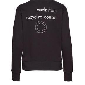 Designers remix sweatshirt  OBS!! Der står XL i trøjen, men passer en Medium!!