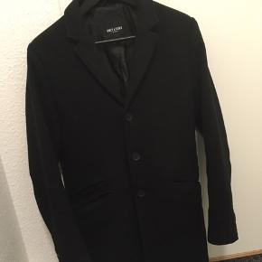 Frakke, str. S, Only & Sons, Sort, God men brugt Sort uldfrakke sælges, da jeg ikke får den brugt. Stadig i rigtig fin stand.Skriv ved interesse for flere af mine varer, så finder vi ud af en samlerabat