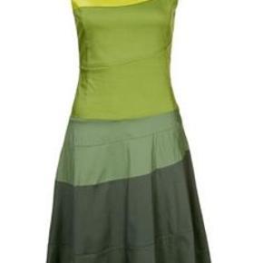 Total lækker kjole i bæredygtigt mærke Oprindelig købspris: 900 kr. Virkelig flot kjole i  organisk bomuld  Bryst 90 cm men kan strækkes Længde 102 cm  68% organisk bomuld, 29% nylon og 3% elasthan