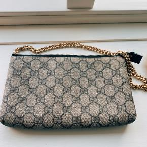 Lidt slidtage i kanterne som set på billederne.   Sælger min fine Gucci taske hvis rette pris opnås🙏🏻   Alt medfølger!