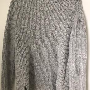 Sælger denne fine sweater fra Rut&Circle men købt på NA-KDs hjemmeside. Den er i god kvalitet og kun brugt få gange samt vasket 2 gange. Skriv gerne for flere informationer:)