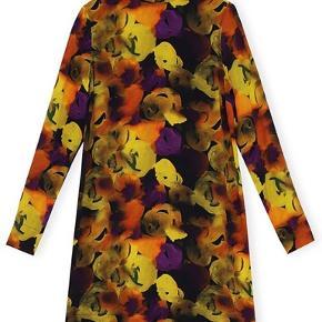 Helt ny silkekjole fra Ganni. Mærket sidder stadig i.