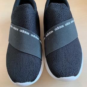 Smarte sneakers - let og luftig. Kun brugt et par gange før sommeren.