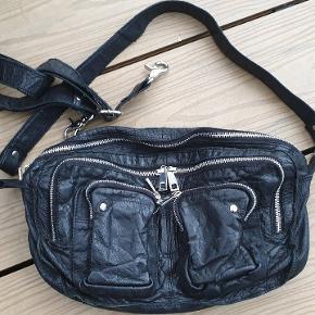 Meget fin og velholdt taske i sort læder