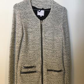 Super fin frakke - brugt meget lidt. Nypris 1000,-