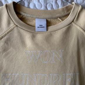 Sælger min sweatshirt fra Won Hundred ☺️ Skriv endelig for flere billede og kom gerne med bud!