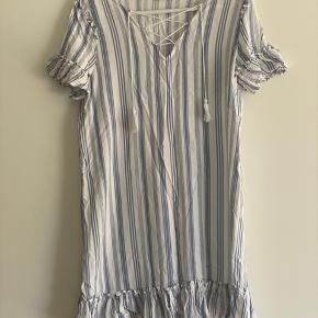 Sød kort sommer kjole  Str 38  Brugt på en ferie - velholdt  Mp 75 pp