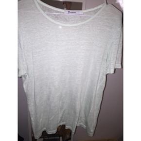 T-shirt fra T by Alexander Wang. Sælges da den ikke bliver brugt nok :-) købt for 750  Farve: lyseblå/mint