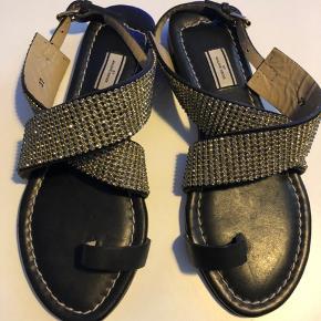 Smukke sorte By Malene Birger sandaler med sten.   Aldrig brugt.