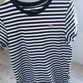 Lækker stribet Levi's T-shirt!