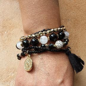 Flotte Boheme armbånd i mix med sten, perler og guld.  stk  3 forskellige slags. Se mange flere spændene ting under profilen. ❤  Fragt 25kr med gls.