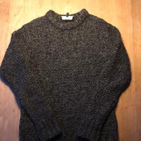 Super lækker og dejlig let vamset uld sweater fra Isabel Marant.  Farven er mix sort / grå