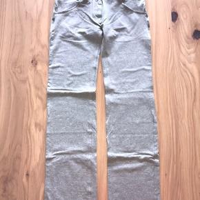 Mega lækre bukser fra freddy wr.up. Brugt en enkelt gang eller to, INGEN fejl eller huller.  Modellen er low waist i fuld længde, straight.  Sælger ud da jeg har al al alt for mange freddy bukser til jeg får dem brugt 😊