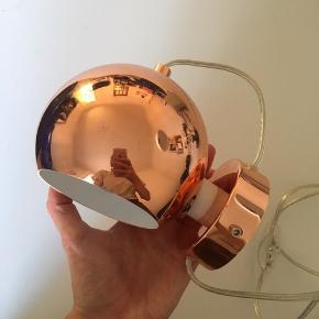 Frandsen væglampe i kobber Lampen har nogle ridser fra tidligere brug.
