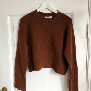 Rusty brown textured cropped sweater, perfect for layering fall outfits 🍂