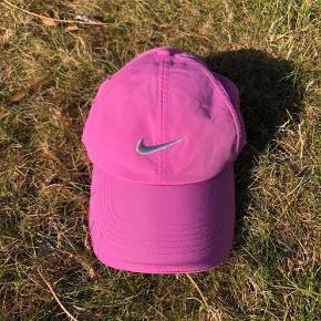 Flot ny  Nike Cap.  Ubrugt. Sender gerne mod betaling af porto'en.